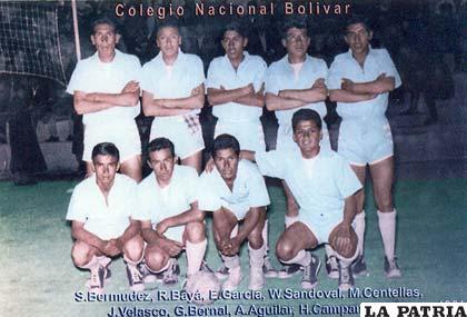 El sexteto de Bolívar con: S. Bermúdez, R. Bayá, E. García, W. Sandoval, M. Centellas, J. Velasco, G. Bernal, A. Aguilar y H. Campanini