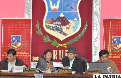 Sesión en la que los asambleístas anulan la controversial Ley 045