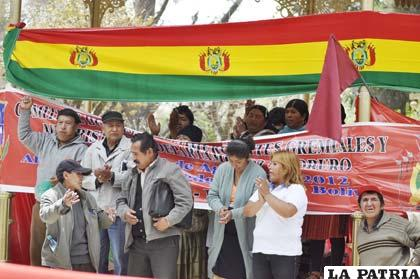 Comerciantes levantan huelga de hambre