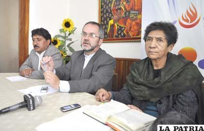 Miembros de la comisión facilitadora que logró el diálogo para dar solución al conflicto