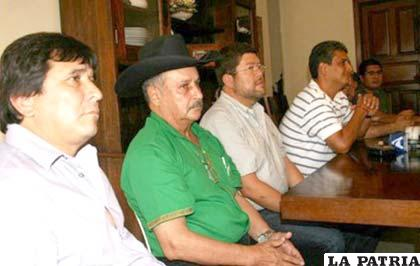 La oposición al MAS busca agruparse en un solo bloque