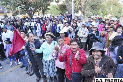 """Ciudadanos gritaron: """"Oruro se respeta… ¡C...!"""""""