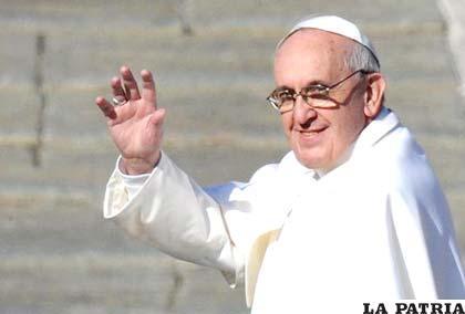 El Papa Francisco critica con mensajes de reflexión