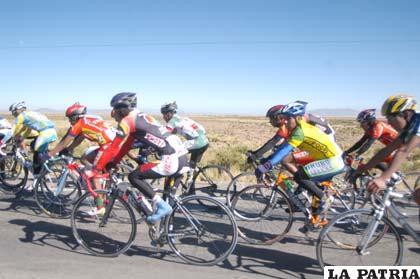 Ciclistas que intervienen en las competencias locales