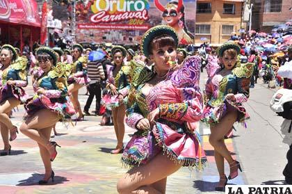 Danzarines hoy continúan con el Carnaval de Oruro