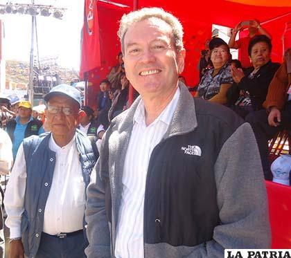 Cónsul peruano quedó maravillado con el Carnaval de Oruro