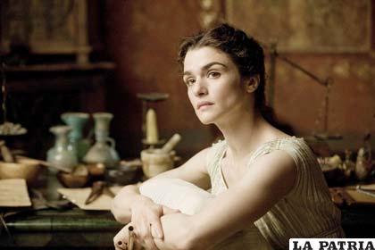 Actriz que representa a la famosa filósofa Hipatia