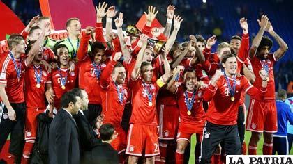 El Olympiacos celebra el título que logró