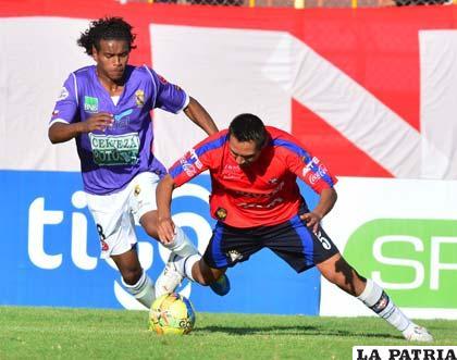 Una acción del partido que se disputó en Cochabamba