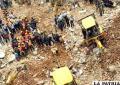 Continúa la búsqueda de personas enterradas bajo el lodo a causa del desprendimiento de tierras