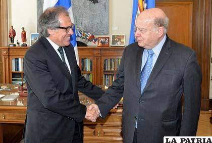 El nuevo secretario general de la OEA, Luis Almagro, y el saliente, José Miguel Insulza