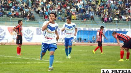 El festejo de Miguel Loaiza por el gol que anotó para San José
