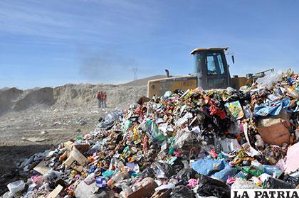 La disposición será aplicada inicialmente a botellas de plástico, bolsas de polietileno, llantas o neumáticos, pilas o baterías y envases de plaguicidas