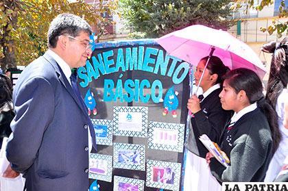 Gerente de SeLa satisfecho por exposición de alumnas del colegio