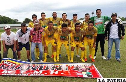 El plantel de EM Huanuni que se presentó ayer en el estadio de Villa Montes