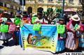 Mujeres indígenas entregan bolsas ecológicas a la población