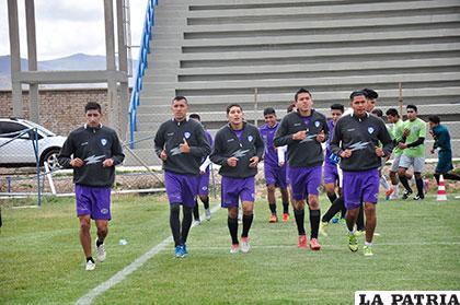 Los futbolistas del cuadro orureño retornarán hoy a los entrenamientos