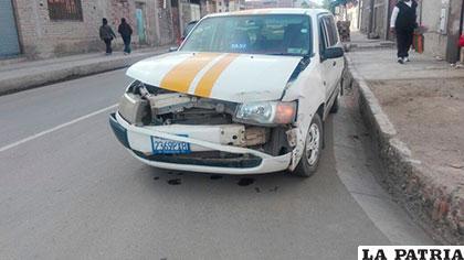 El taxi que chocó contra el minibús
