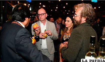 El Presidente Morales junto con el cineasta norteamericano Steven Soderbergh (centro) /ANF
