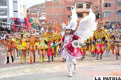 Danzarines que participaron en el Carnaval 2017