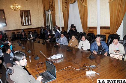 Familiares de detenidos en Chile se reunieron en Cancillería /abi.bo