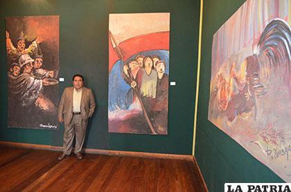 Maclovio Marconi junto a la obra que pintó en 1989