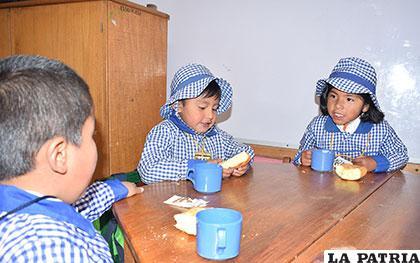 En la actualidad, el desayuno escolar se reparte dos veces por semana /Archivo