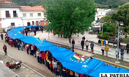 Pese a las dificultades, los futuros profesores participarán con 450 metros de bandera /ESFM