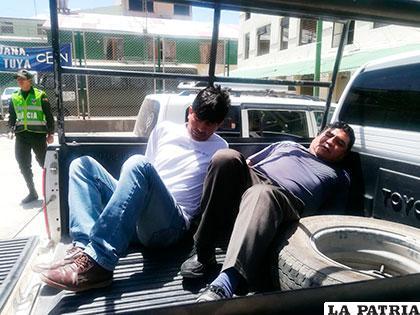 Los antisociales llegaron en la camioneta, enmanillados