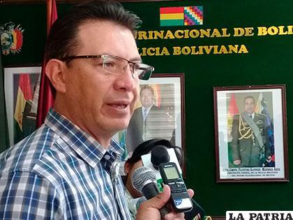 El comandante de Policía, coronel Rommel Raña, brindó una conferencia de prensa en su despacho