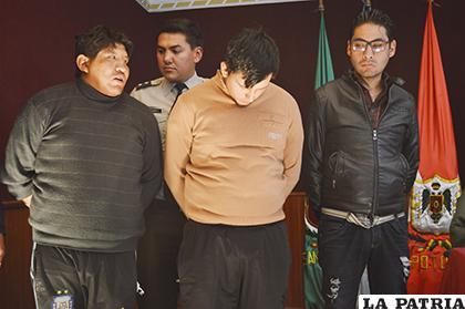 Los tres sujetos fueron presentados ante la prensa/ LA PATRIA