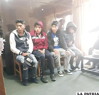 Los menores presuntos acusados por el delito, a la espera del juicio oral /LA PATRIA