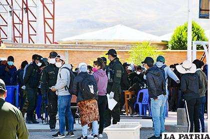 Los ciudadanos que ingresen por Pisiga serán trasladados a sus departamentos /GAD-ORU