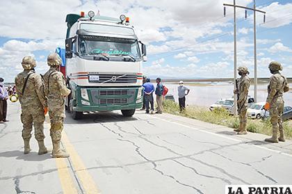 Los uniformados tenían la misión de no dejar pasar vehículos /LA PATRIA