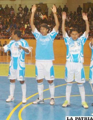 René Orlando Oliva (centro), goleador de VHSR.
