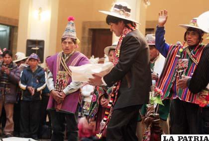 Ayllus en Paz defienden posición de Evo Morales