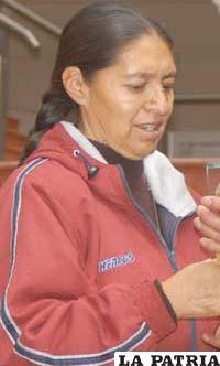 Inés Humacayo Roque, presidenta del club Laboratorio Químico VHSR