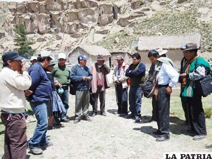 Miembros de la UTL de Oruro y veedores de instituciones facilitadoras en inspección de la franja limítrofe