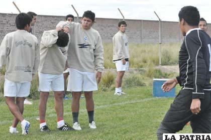 Los futbolistas de San José retornarán hoy a las prácticas para el cotejo ante la Academia paceña