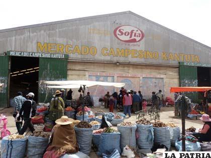 El mercado Kantuta es propiedad de la Gobernación, pero será administrado por la Federación de Campesinos