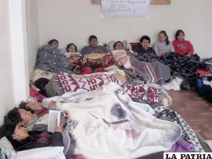 Primer piquete de huelga de hambre de los estudiantes de la UTO