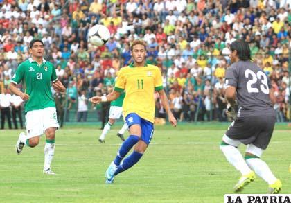 Neymar fue autor de dos goles para Brasil