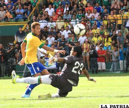Neymar anota el segundo gol de Brasil