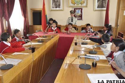 Niños asumieron por un día el cargo de concejales munícipes