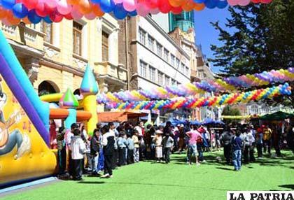 Gobierno Municipal instaló una especie de parque para los niños