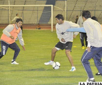 """El equipo hizo fútbol anoche en el estadio """"Jesús Bermúdez"""""""