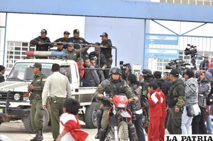 Con  fuerte resguardo policial hinchas del Corinthians llegaron a la audiencia ocular
