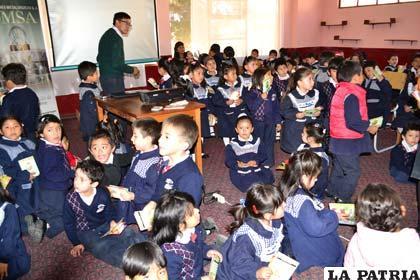 Niños que recibieron un taller sobre cómo tratar los desechos sólidos