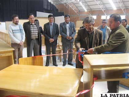 Rector entregó equipamiento a decanos de las siete unidades facultativas de la UTO