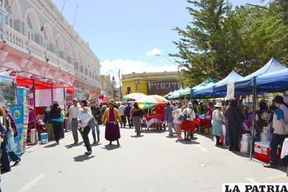 Calles sirven como campo ferial, por la falta de esta infraestructura en Oruro